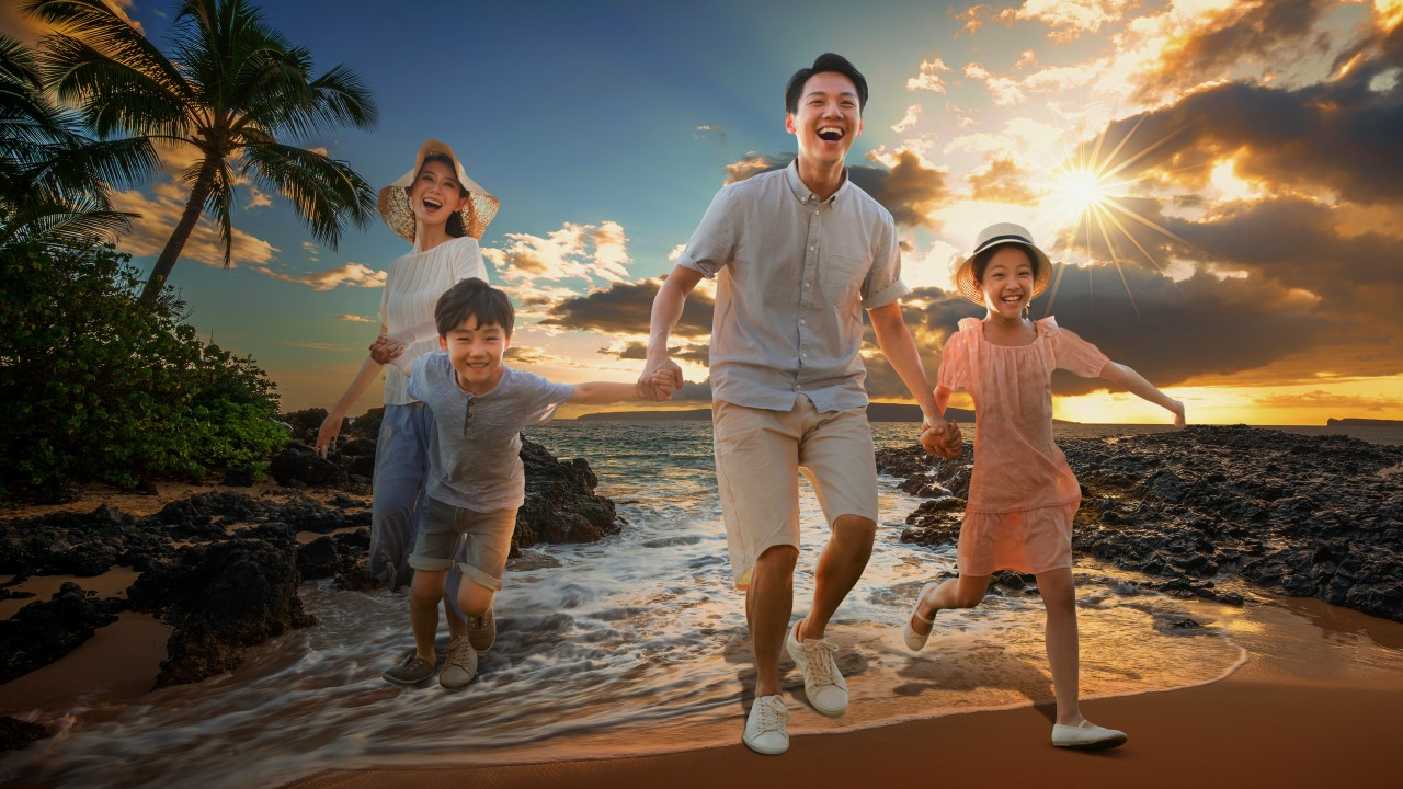 A happy family at the beach; image used for HSBC Malaysia Travel Offer