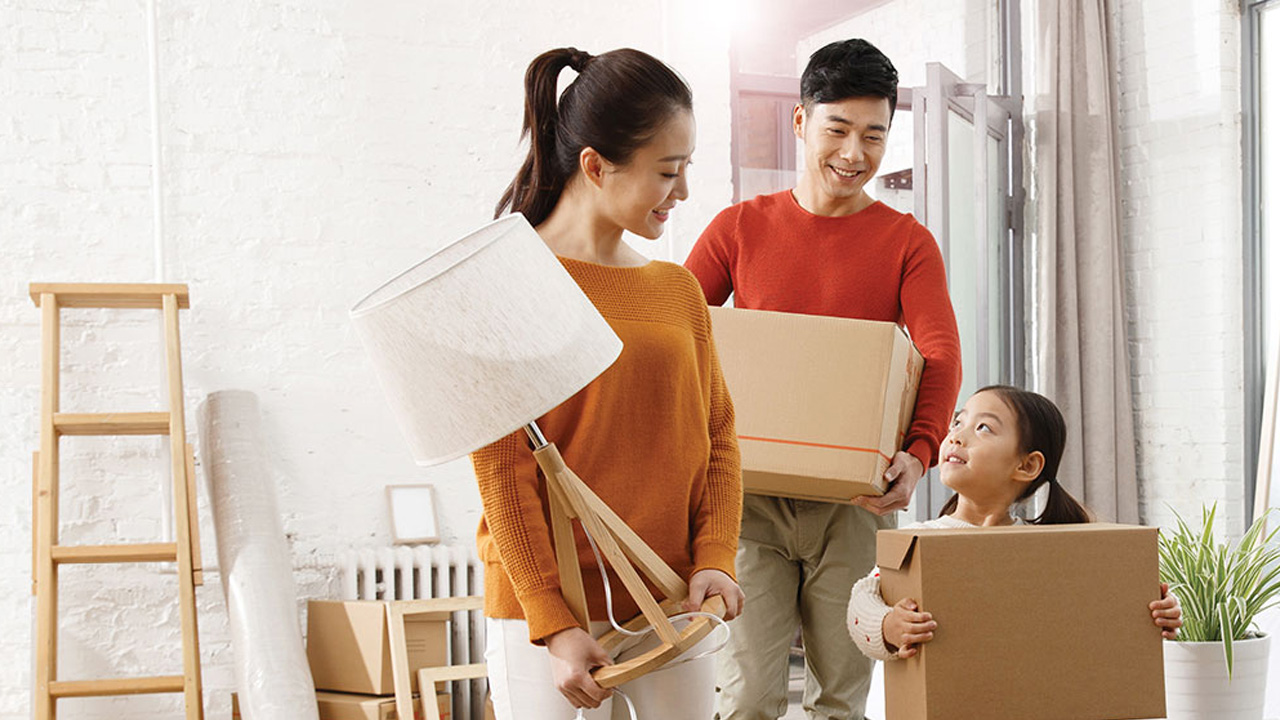 A family moving in a new house; image used for HSBC Malaysia Card instalment plan page