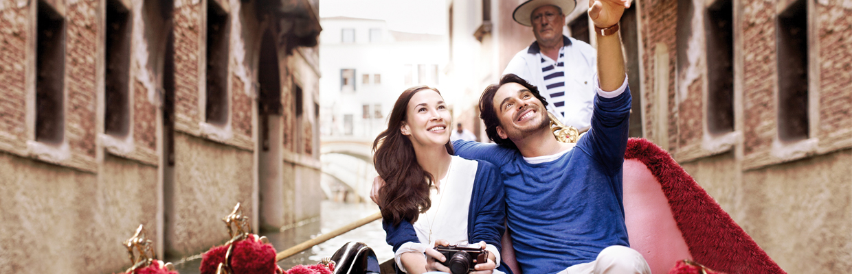 A couple seating on a Gondola; image used for HSBC Malaysia Cash Advance page.