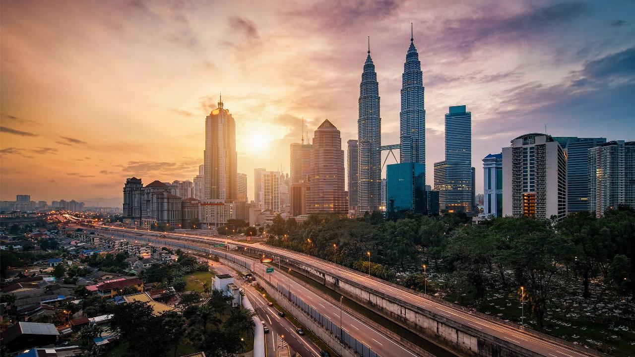 Bukit Bintang Kuala Lumpur with the Petronas Twin Towers. Image used for HSBC Malaysia Wealth Solutions page.
