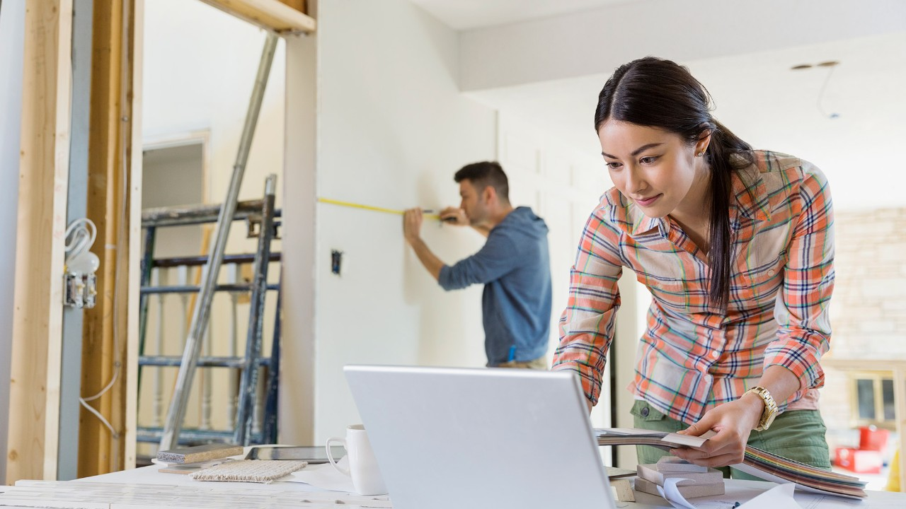 A couple is renovating their home; image used for HSBC Malaysia Refinancing